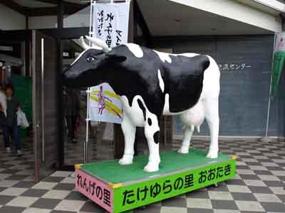 さあ牛だ(400x300 / 12,160 bytes)